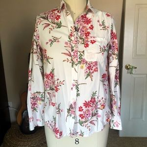 Beachlunchlounge floral button up top